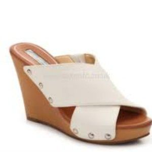 JESSICA SIMPSON Jozie White Wide Band Wedges 8.5M
